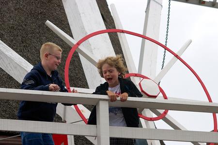 Kindjes bij opening molen.jpg