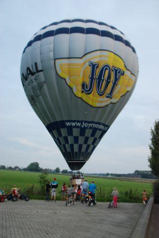 Ballon Landing luchtballon in Thesinge 020.JPG