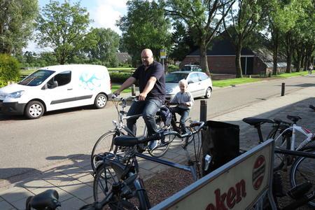 ET Fiets en fietser 44 Thesinger fietstocht 17 juni - Bert en Gijs Mollema.JPG