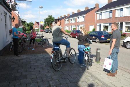 ET Fiets en fietser 45 Thesinger fietstocht Cor en Titia van Zanten en dochters.JPG