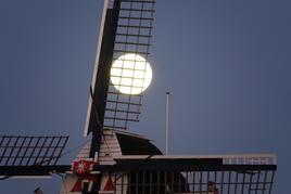 molenmet volle maan.JPG