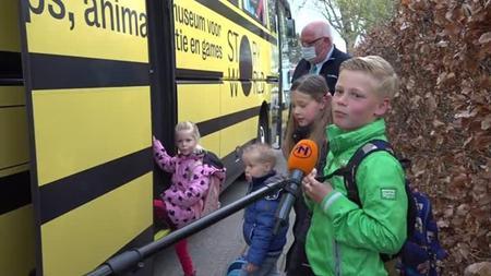 De-kinderen-bij-de-bus-Foto-RTV-Noord.jpeg