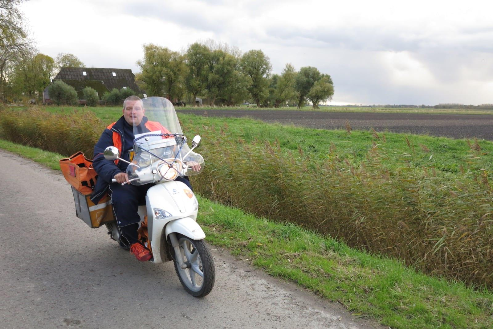 et-fiets-en-fietser-110-de-postbode-oi.jpg