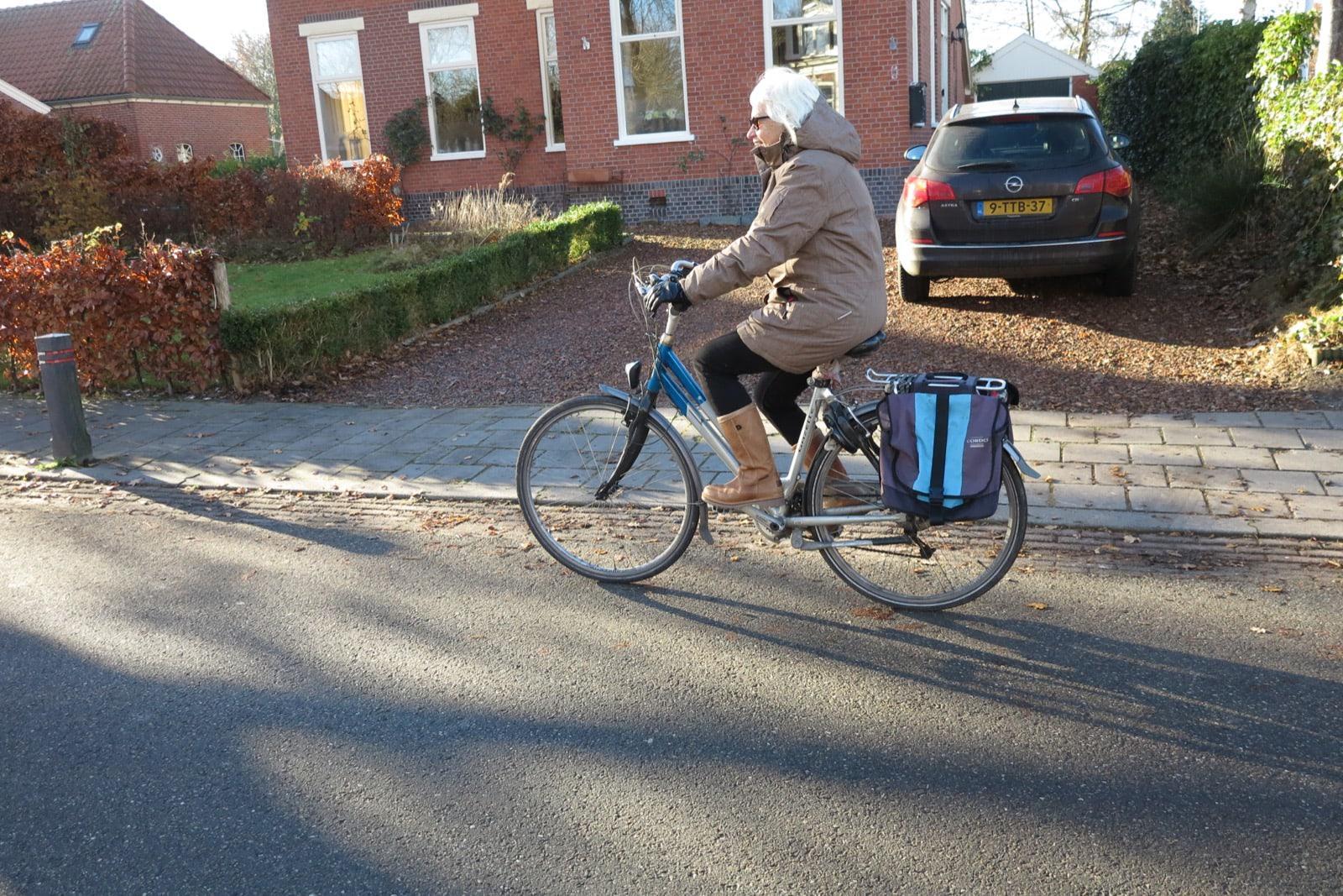 et-fiets-en-fietser-114-truus-top-bij-intocht-sint-oi.jpg