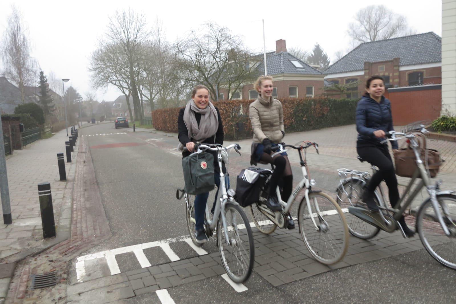 et-fiets-en-fietser-18-op-weg-naar-school-oi.jpg