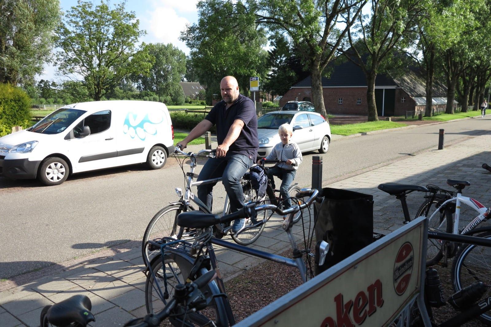 et-fiets-en-fietser-44-thesinger-fietstocht-17-juni---bert-en-gijs-mollema-oi.jpg