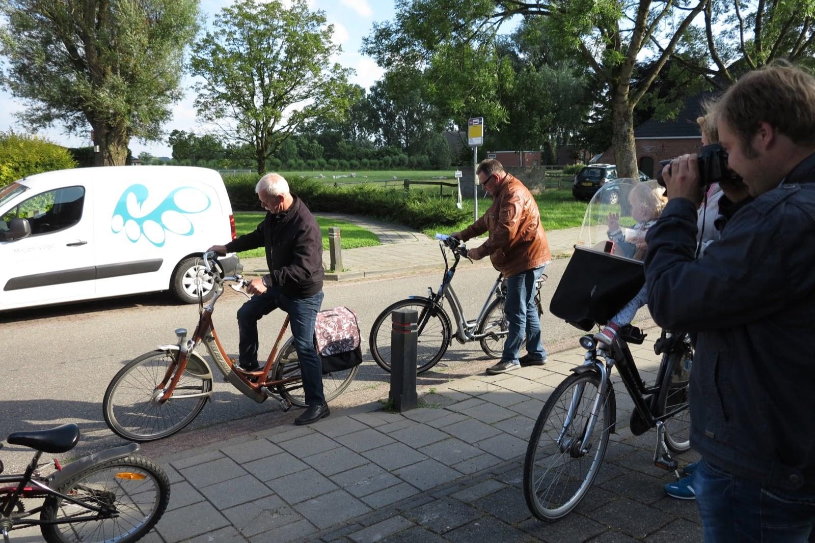 et-fiets-en-fietser-51-thesinger-fietstocht---jo-schuppert-en-reinder-van-der-veen-oi.jpg