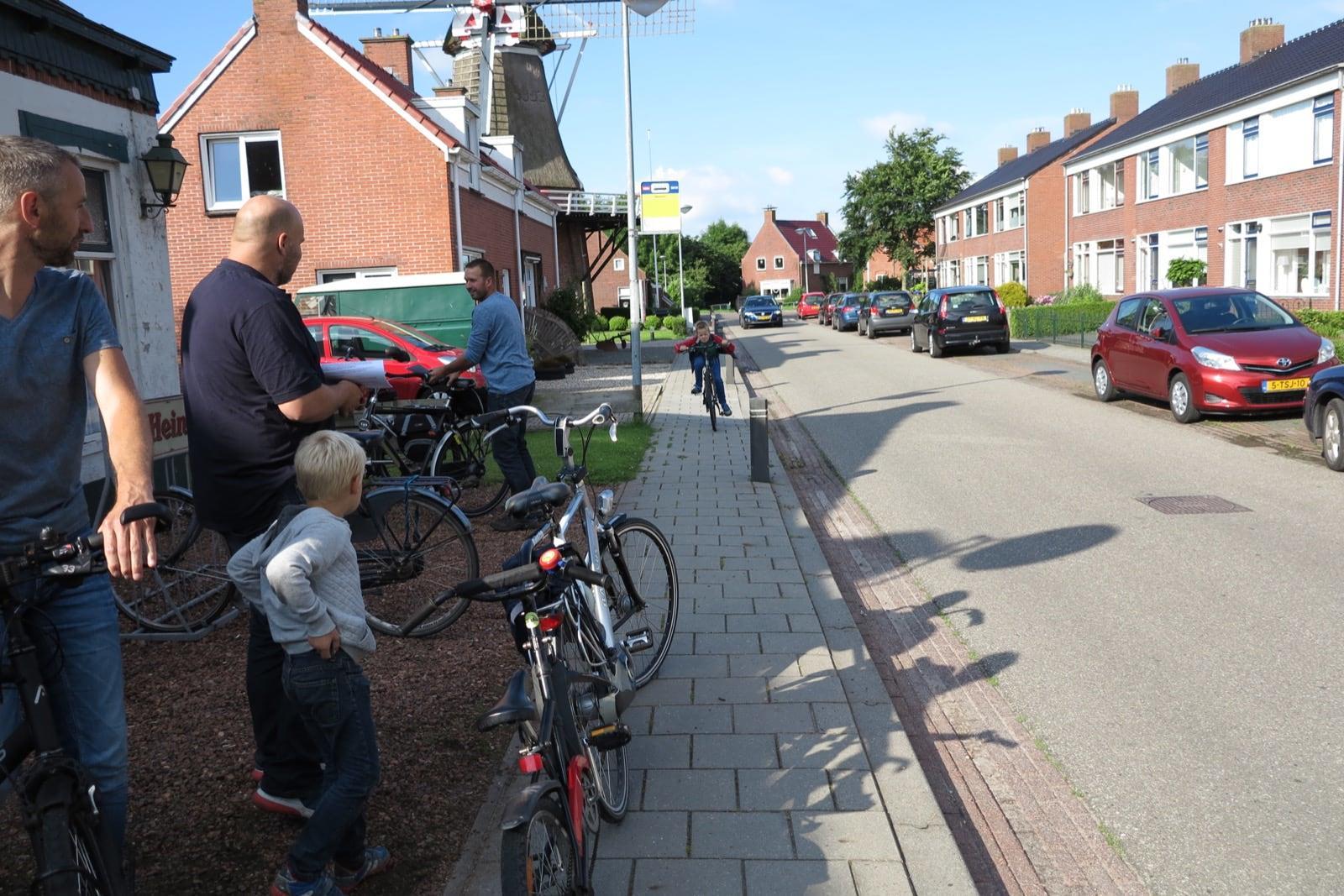 et-fiets-en-fietser-54-thesinger-fietstocht---mannen-oomkes,-mollema-en-van-der-veen-klaar-voor-de-start-oi.jpg