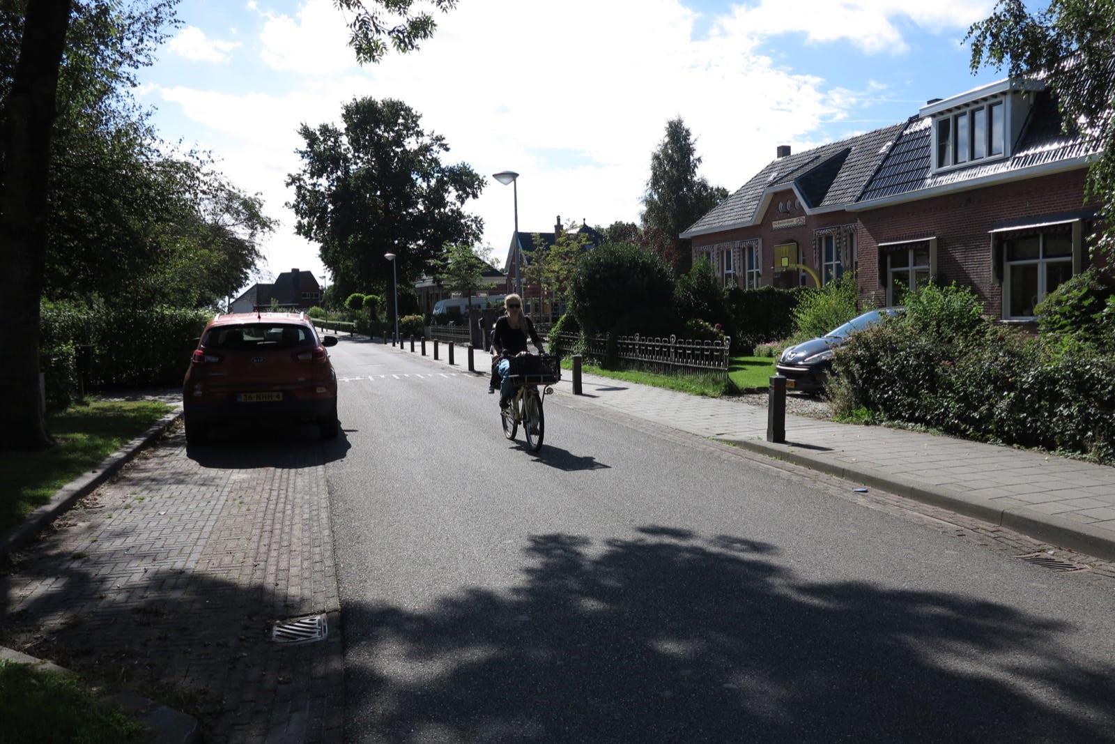 et-fiets-en-fietser-79-jet-de-wilde-met-mink-achterop-oi.jpg