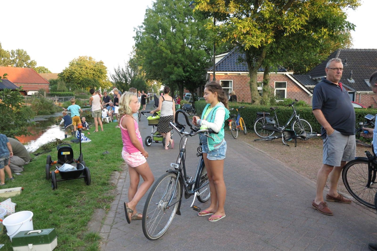 et-fiets-en-fietser-84-viswedstrijd-2016-dochters-bert-crum-en-jelle-v.d.-veen-oi.jpg