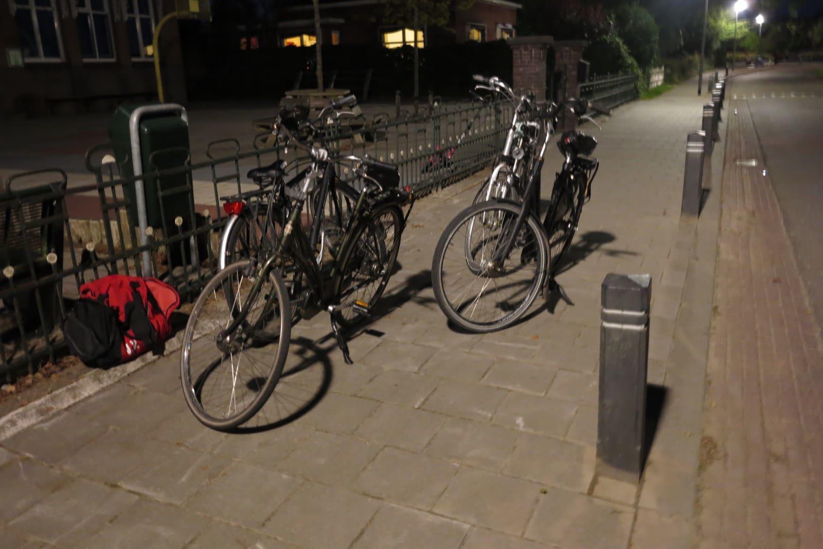 et-fiets-en-fietser-85-hangjeugd-bij-schoolplein-oi.jpg