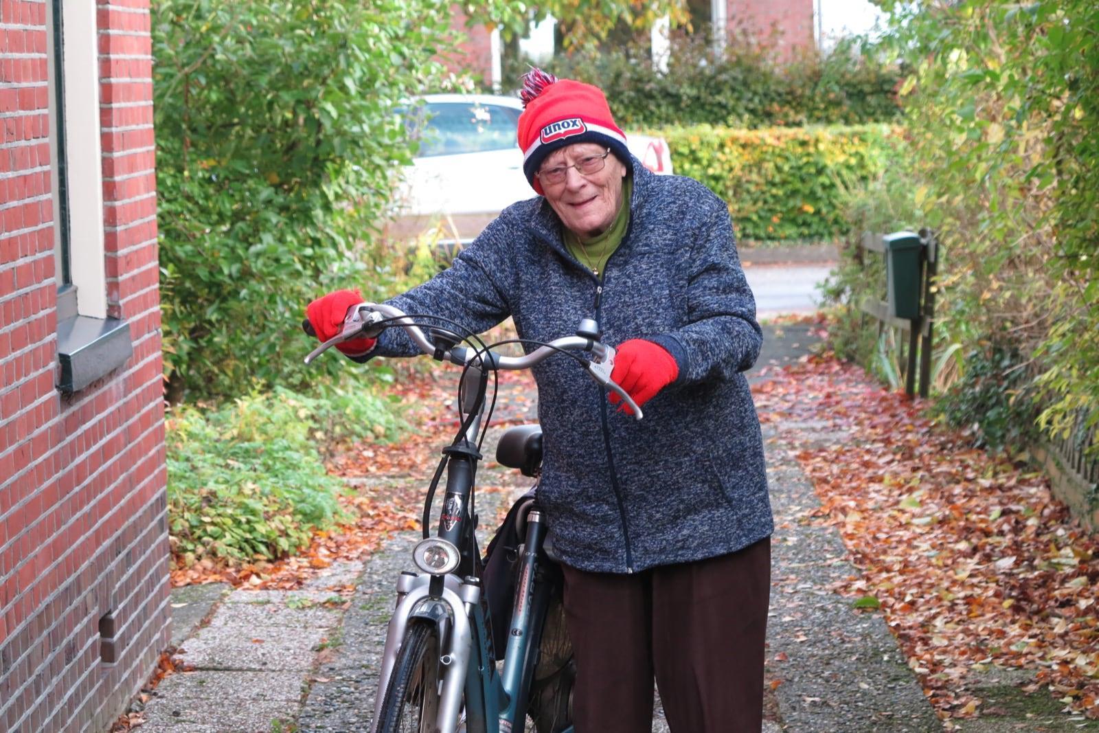 et-fiets-en-fietser-89-roelie-dijkema-en-de-beroemde-oranje-handsen-oi.jpg