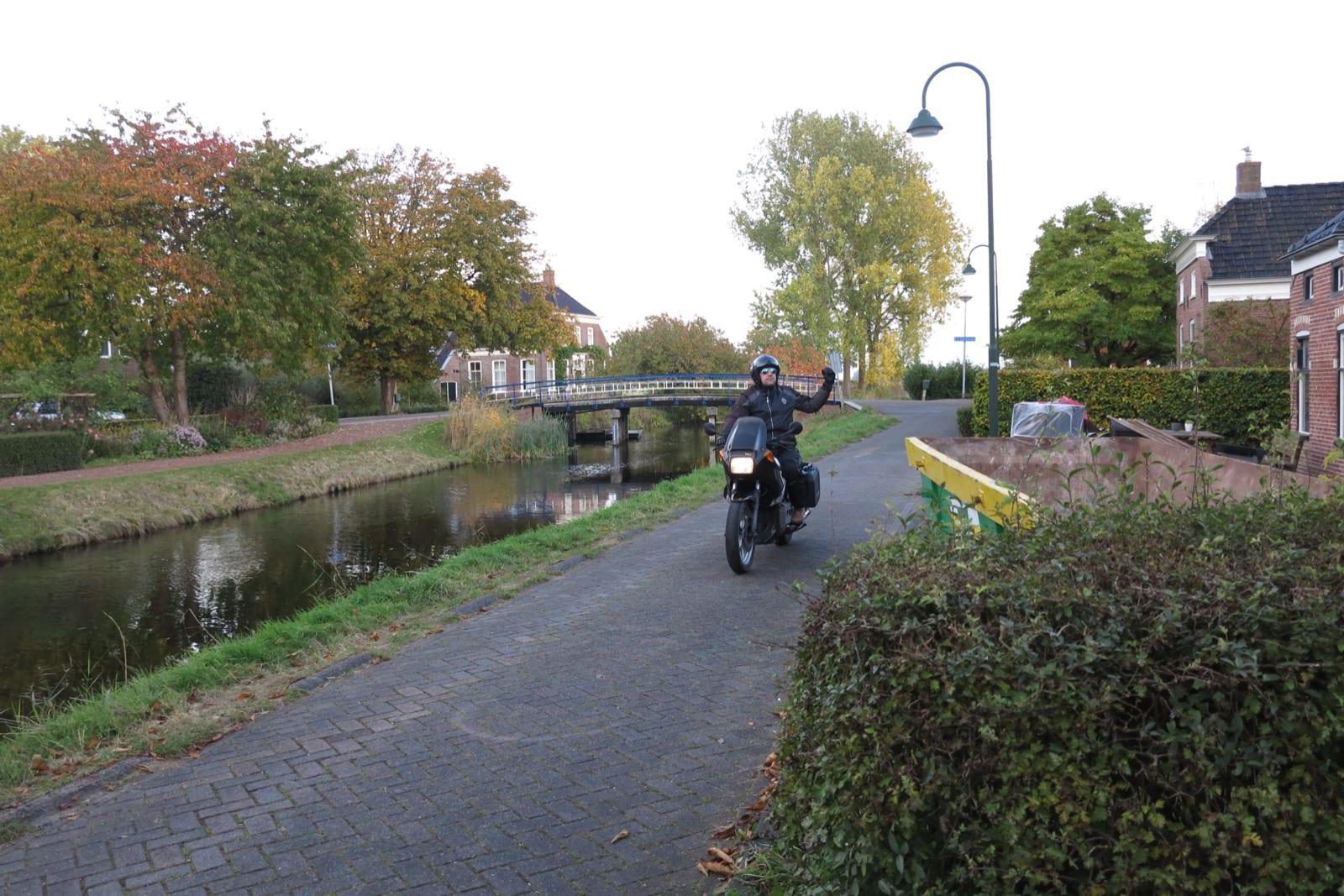 et-fiets-en-fietser-91-harm-vos---de-dijk-4---op-motorfiets-oi.jpg