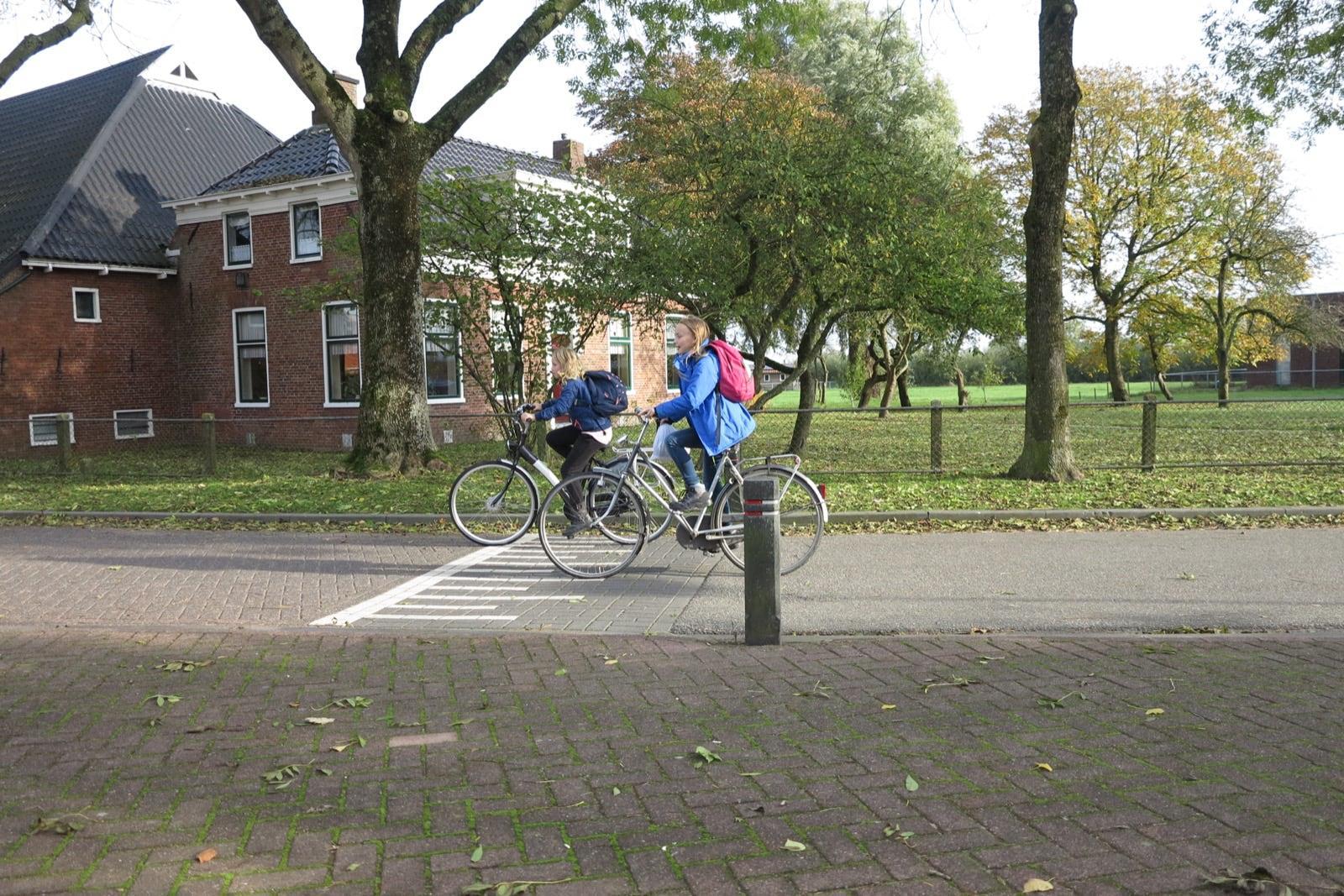 et-fiets-en-fietser-96-schoolvriendinnen-janke-holtman-en-lieke-v.d.-veen-oi.jpg